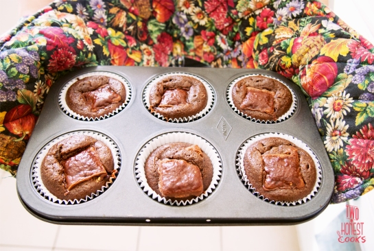 cupcakes-out-of-oven